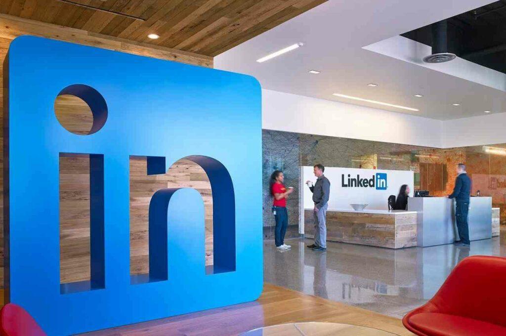 LinkedIn meluncurkan fitur video intro dan ai interview feedback